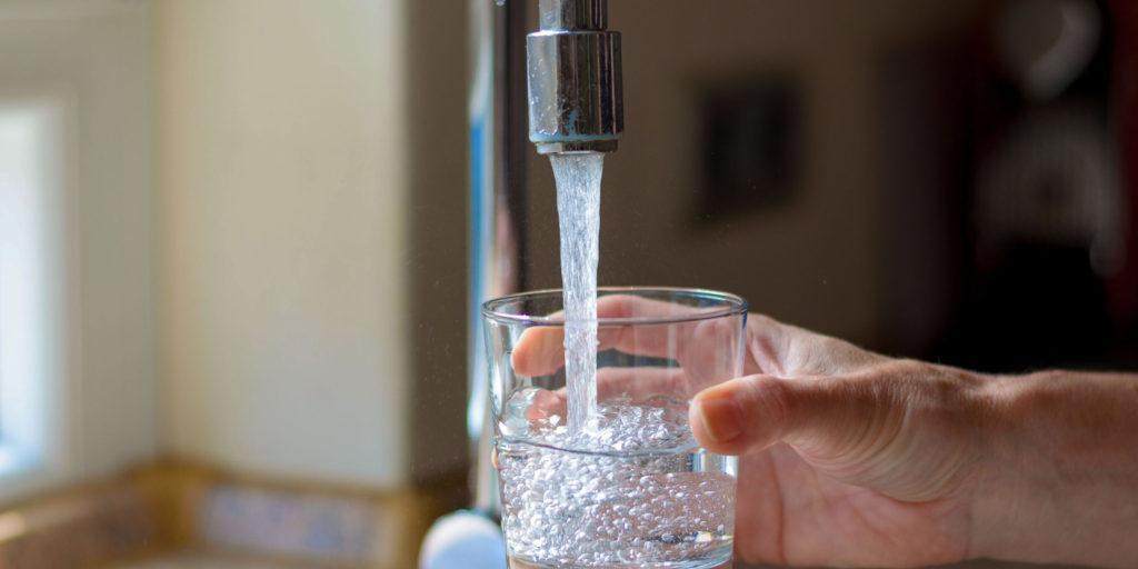 вода с ивестью